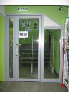 Закончен монтаж стеклянной противопожарной перегородки EI-45 на нулевом этаже АЦДТ