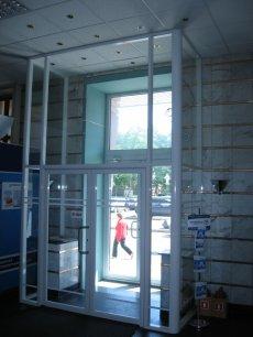 Стеклянная входная группа, расположенная в Бизнес Центре, по адресу ул. Поморская, 7.